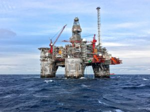 Vasaros praktika JAV naftos konsultacijų bendrovėje: KTU matematikos studentai kuria modelius, padėsiančius optimizuoti naftos gavybą